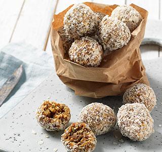 Energy balls aux dattes, graines de chia et graines de courge