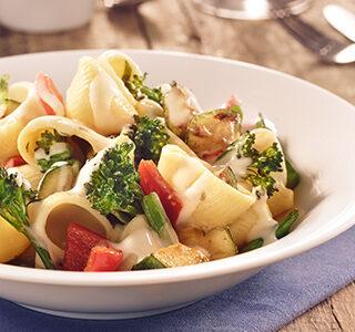 Conchas de pasta con brócoli, calabacín y pimiento con una salsa de ERU Edam