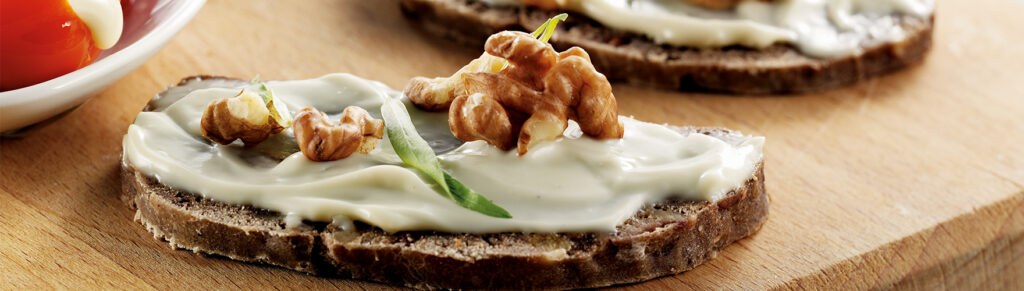 Kletzen bread with spreadable cheese and walnut