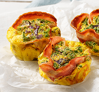 Savoury muffins with egg and bacon
