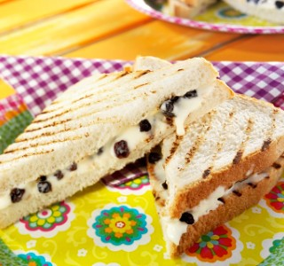 Kid's toastie with raisins