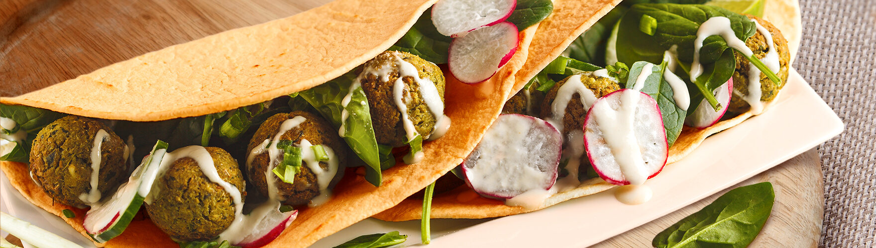 Wrap with falafel, spinach and radishes