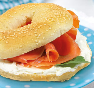 Bagel with spreadable goat cheese