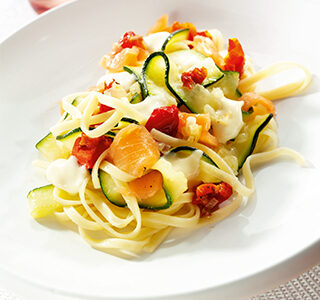 Pasta with salmon and ERU Spreadable Brie