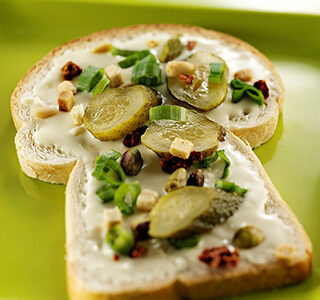 Sandwich with ERU Spreadable Gouda, gherkin and pistachio nuts