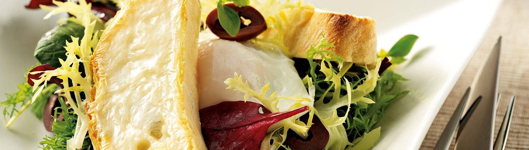 Frisse salade met geitenkaas crostini
