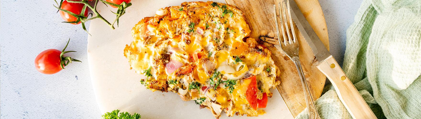 Groente omelet met tonijn, cheddar kaas en peterselie