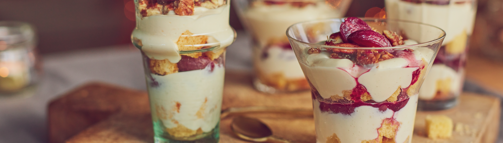 Romige trifle met druiven, pecannoten en een room van brie